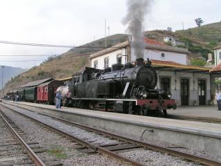В 2010 году возобновляются экскурсии на ретро паровозе по долине Дору (Португалия)