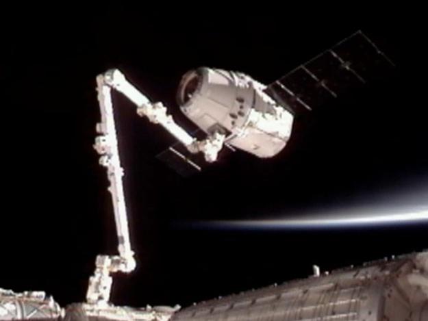 Впервые частный космический корабль пристыковался к МКС