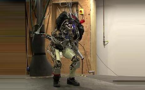 вижения робота специально сделали максимально похожими на человеческие